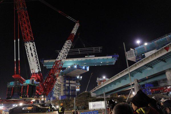 新東名橋梁吊天秤
